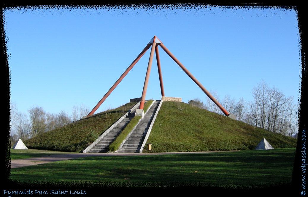 Photos La Pyramide Du Parc Saint Louis Montceau Les